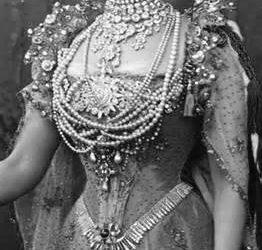 Princess Alexandra a trend setter—Collier De Chein